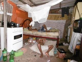 Vor allem die zahlreichen Kinder und Jugendlichen leiden unter den schlechten Wohn- und Lebensbedingungen. (Foto: SMMP)