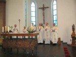 Bekannte Priester und Diakon Freitag am Altar