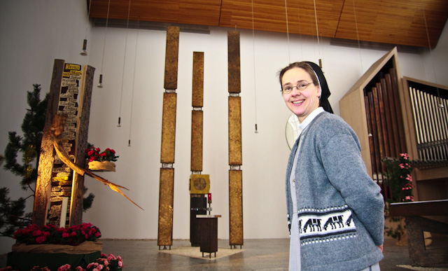 Schwester Maria Elisabeth Goldmann in der Dreifaltigkeitskirche des Bergklosters Bestwig (Foto: SMMP/Beer)