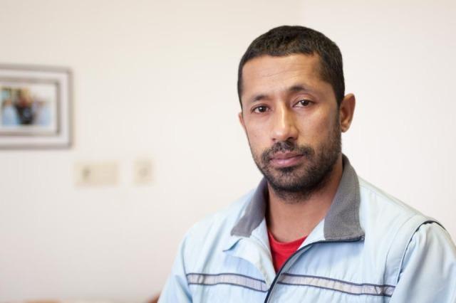 Er floh vor den Taliban und einer korrupten Regierung. Hassan lebt mit seiner Frau zur Zeit im alten Haus Maria. (Foto: SMMP/Beer)