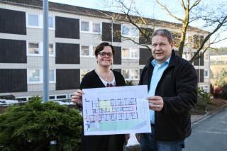 Andrea Starkgraff und Rainer Hake vor dem Haus Martha, das zur Senioren-WG umgebaut wird. Foto: SMMP/U. Bock