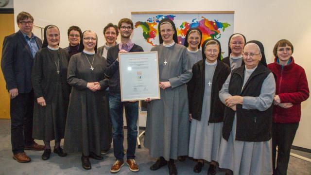 Freuen sich in Heiligenstadt über die bestandene Qualitätsprüfung: Das MaZ-Team und die Mitglieder aus dem Großen Missionsteam. Foto: SMMP/Bock