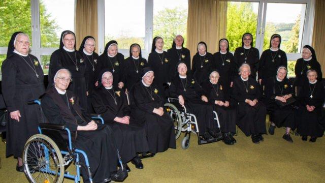 Rund 1500 Jahre Ordensleben haben die 25 Jubilarschwestern 2017 schon hinter sich. Foto: SMMP/Bock