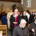 Feierlicher Auszug nach dem Gottesdienst. Schwester Hanna sieht glücklich aus. Foto: SMMP/Ulrich Bock