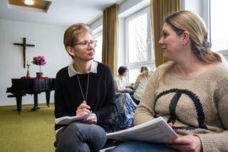Erst einmal befragten sich die Seminarteilnehmerinnen und -teilnehmer gegenseitig über ihre Aufgaben und ihre Erwartungen an den Tag. Foto: SMMP/Ulrich Bock