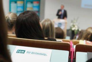 Begleitend zur Ausbildung an den SMMP-Schulen können Jugendliche un junge Erwachsene jetzt auch das Studium an der FOM kennenlernen. Foto: Georg Lukas/FOM