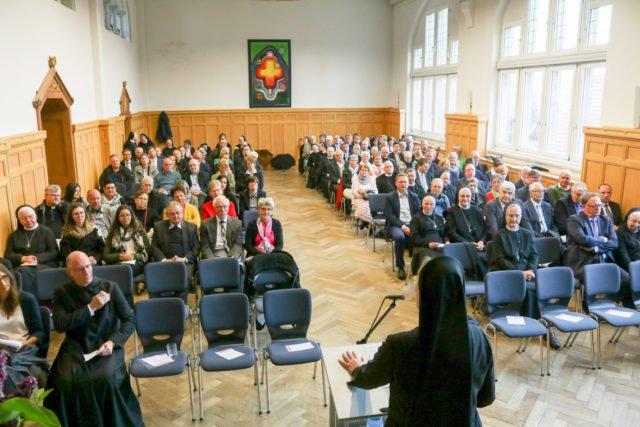 Rund 180 Gäste folgten den Ausführungen von Pater Cosmas zum interreligiösen Dialog. Foto: SMMP/Ulrich Bock