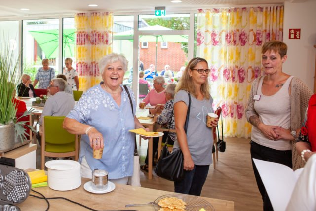 Von 11 bis 18 Uhr kamen vor allem Senioren aus der Nachbarschaft, um sich die Räume der WG anzusehen. (Foto: SMMP/Beer)