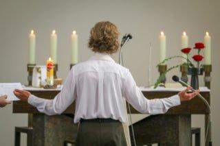 "Schwester Ruth singt: ""Schau mich an, Herr."" Foto: SMMP/Ulrich Bock"