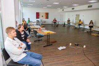 Seminar mit Abstand: Die Rückkehrer aus Bolivien, Brasilien und Mosambik treffen sich Mitte Juli im Bergkloster Bestwig zum Erfahrungsauastaisch. Foto. SMMP/Ulrich Bock