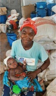 Diese Mutter ist froh, mit ihrem Kind das Flüchtlingslager erreicht zu haben. Foto: Sr. Leila de Souza e Silva/SMMP