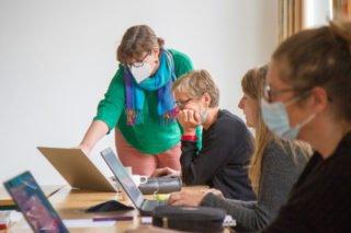 """2020 wurde an allen SMMP-Schulen - we hieram berufskolleg Bergkloster Bestwig - die Plattform """"Teams"""" eingeführt. Für Raphael Ittner ist die Digitalisierung eine große Hilfe, Lernangebote zu individualisieren. Foto: SMMP/Ulrich Bock"""